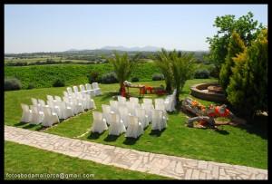 Enlace en un precioso jardín acompañado del sol que no se separa de la isla de mallorca.